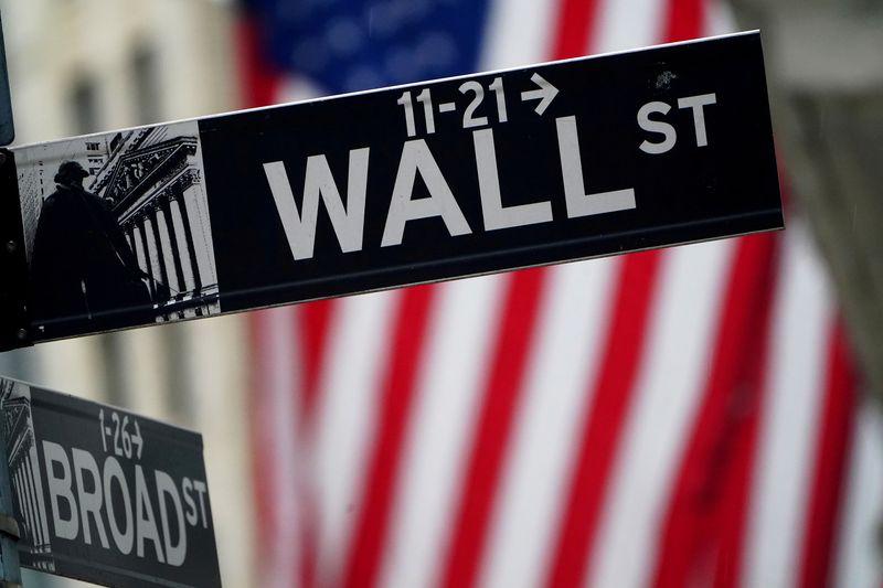 Уолл-стрит торгуется разнонаправленно, инвесторы фиксируют прибыль