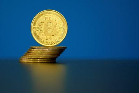 Курс биткоина опустился ниже $50 тыс.