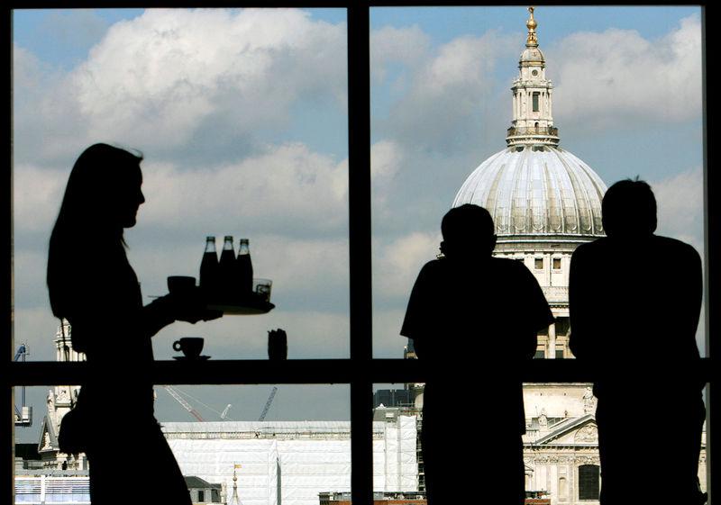 В Великобритании снова открываются предприятия в надежде на возвращение к нормальной жизни
