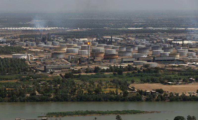 Экспорт нефти с юга Ирака составляет в среднем 2,7 млн баррелей в сутки - глава компании