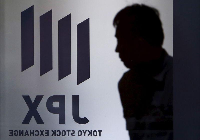 Nikkei закрылся ниже отметки в 30.000 на фоне фиксации прибыли в акциях техкомпаний