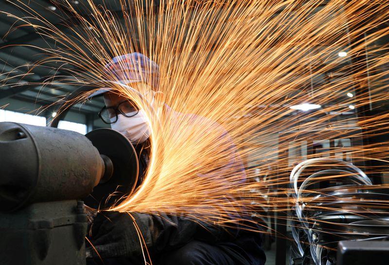 Рост производственной активности в Китае замедлился до минимума за 9 месяцев в феврале -- Markit