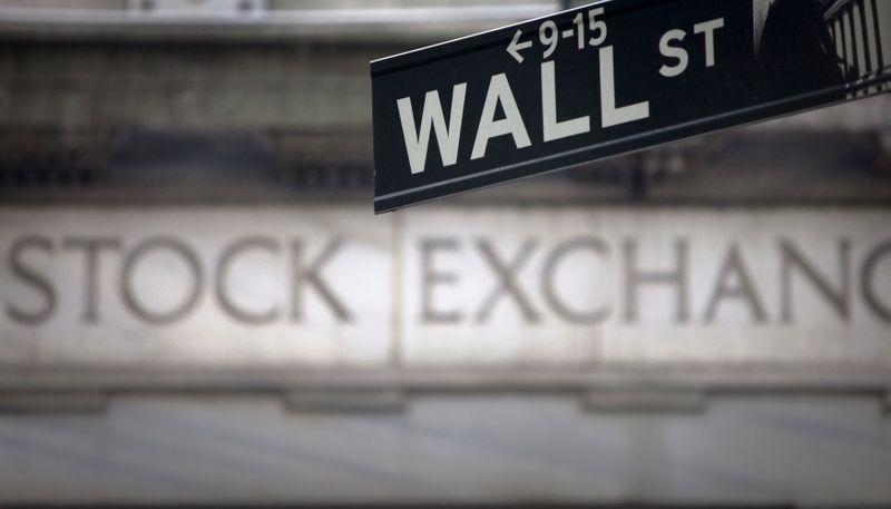 Инвесторы оценивают новых лидеров на фоне общей волатильности