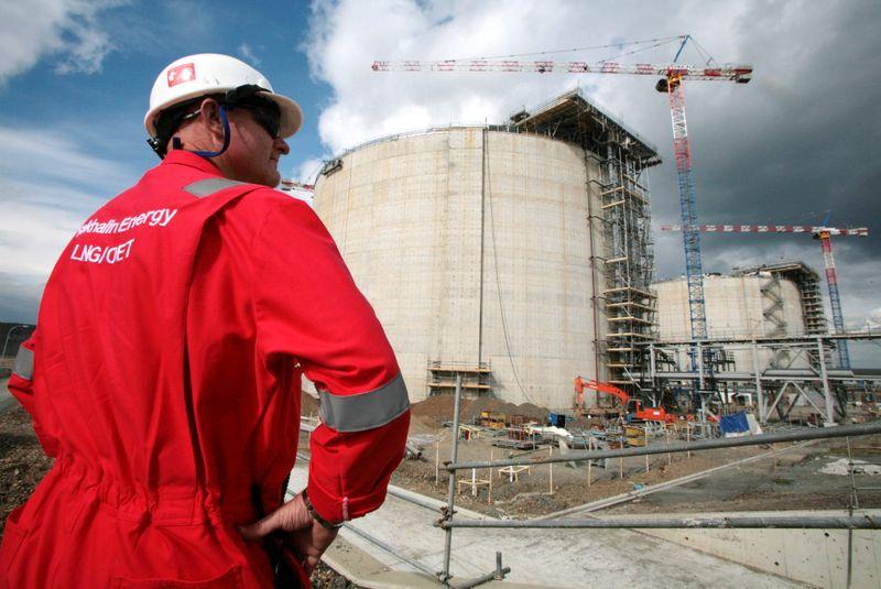 Вопрос о третьей очереди СПГ на Сахалине-2 поставлен на паузу -- Shell
