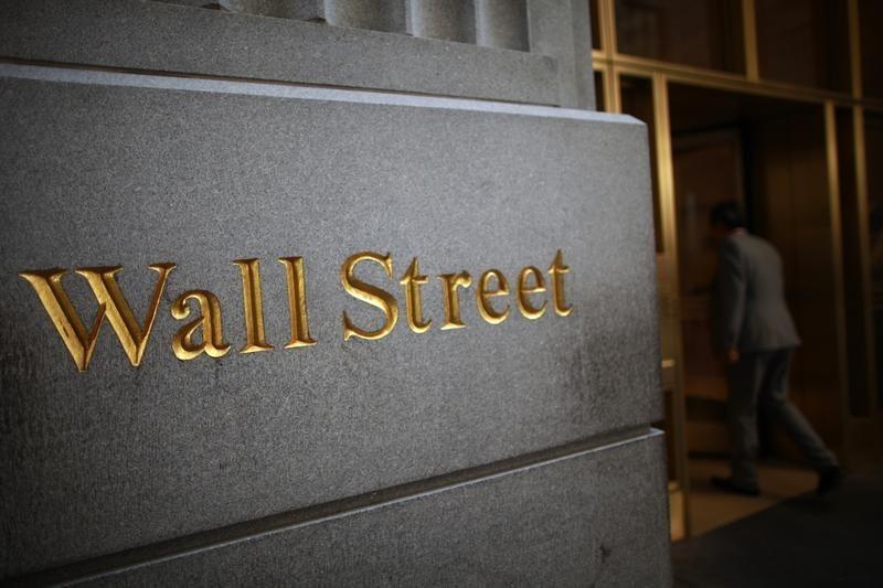 Уолл-стрит корректируется после мощного роста в понедельник