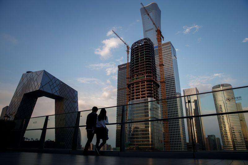 Активность в секторе услуг Китая росла самыми медленными за 10 мес темпами в феврале -- Markit