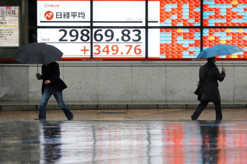 Японские акции выросли в надежде на экономический подъем