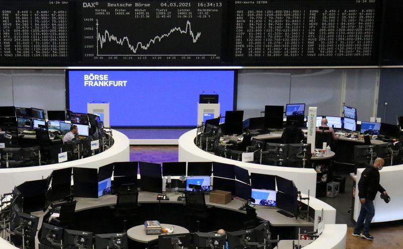 Европейские акции снижаются, инвесторы разочарованы комментариями Пауэлла