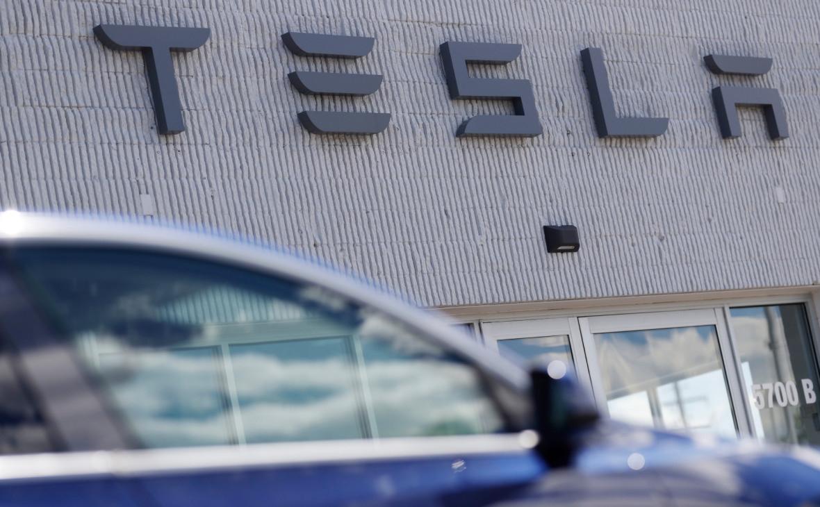 На открытом в карантин заводе Tesla в США выявили сотни случаев COVID-19