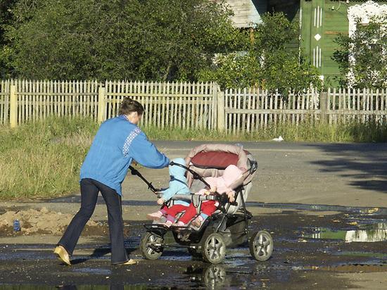 Назван типичный путь к бедности российской семьи