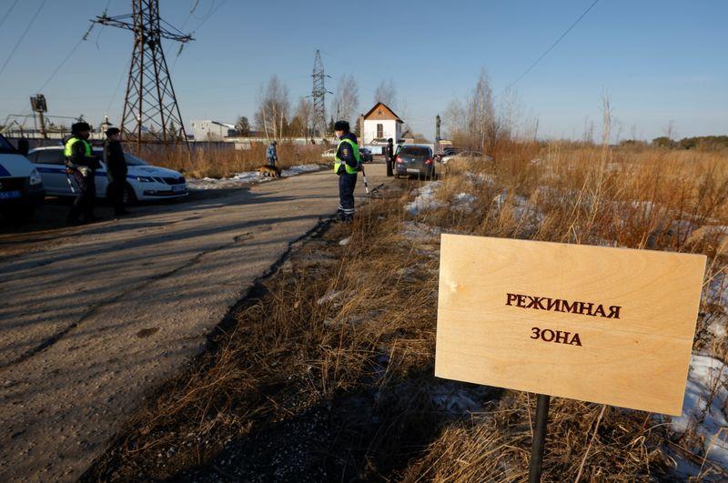 Кремль: Навальный получит лечение, если болен, ответственность - на ФСИН