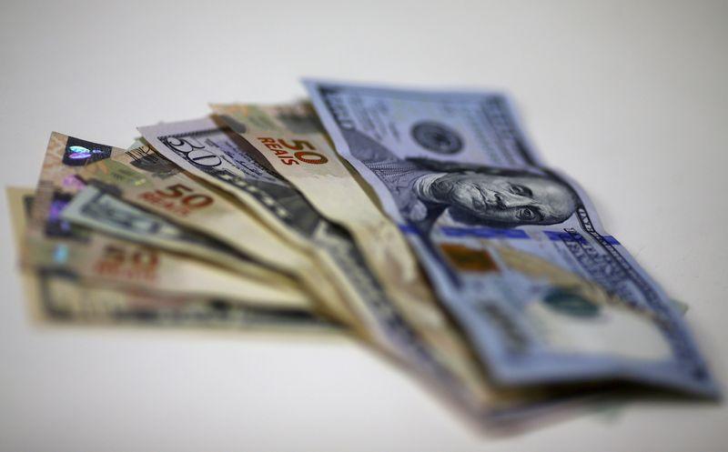 Валюты снижаются на фоне стабилизации доллара