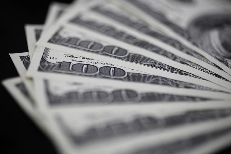 За первые пять минут торгов курс доллара США повысился до 77,5399 руб.