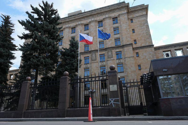 Россия высылает 20 чешских дипломатов, Прага обвинила Москву во взрыве 2014 г