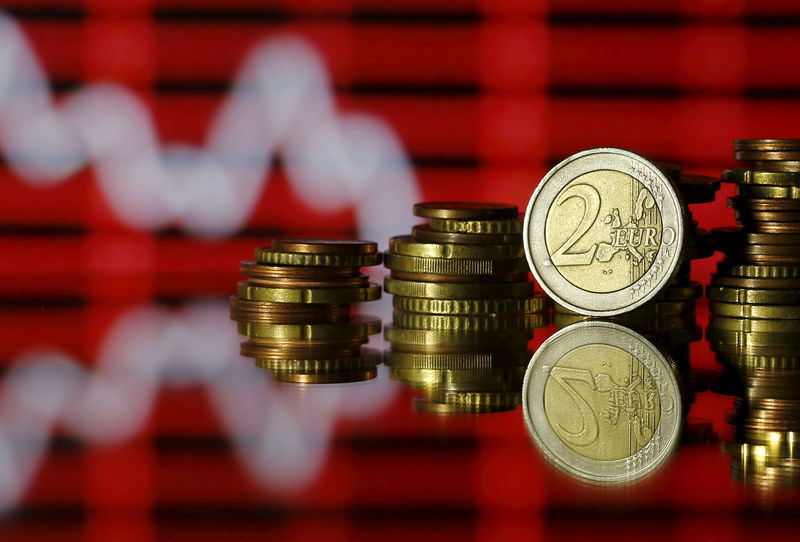 Cредний курс покупки/продажи наличного евро в банках Москвы на 13:00 мск составил 90,97/92,5 руб.