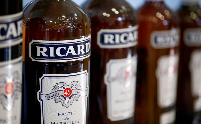 Pernod Ricard прогнозирует рост годовой прибыли после сильных квартальных продаж
