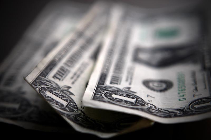 За первые пять минут торгов курс доллара США повысился до 74,9492 руб.