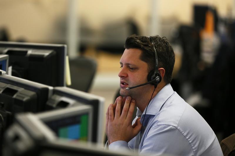 Индекс МосБиржи начал торги ростом, индекс РТС незначительными изменениями