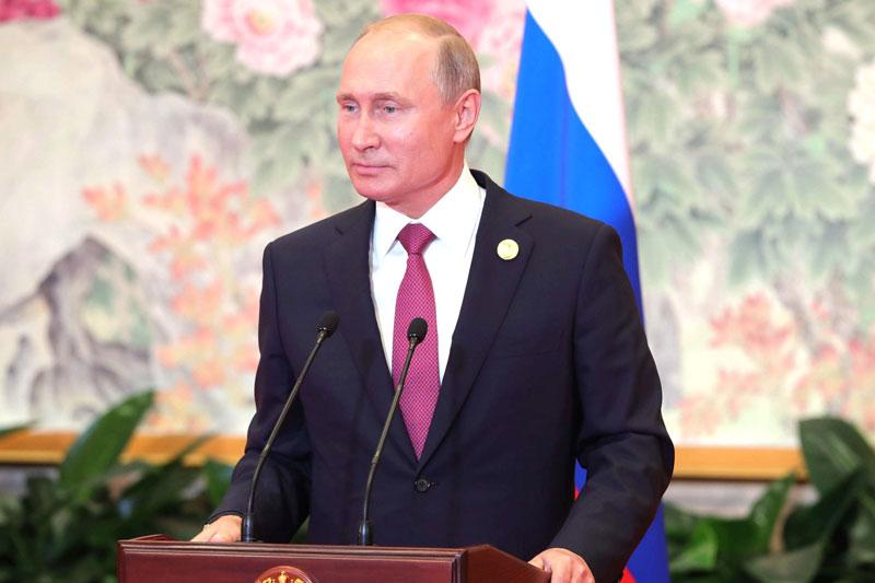 Государство продолжит программы поддержки семей - Путин