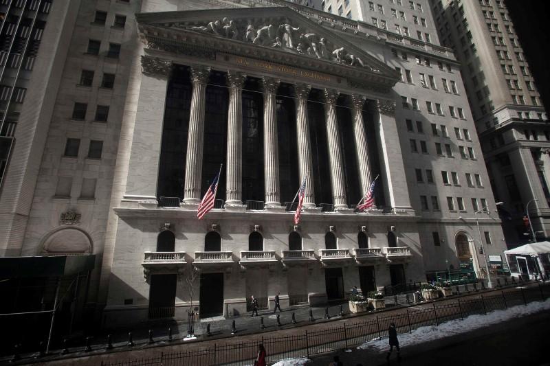 Уолл-стрит снижается из-за фиксации прибыли