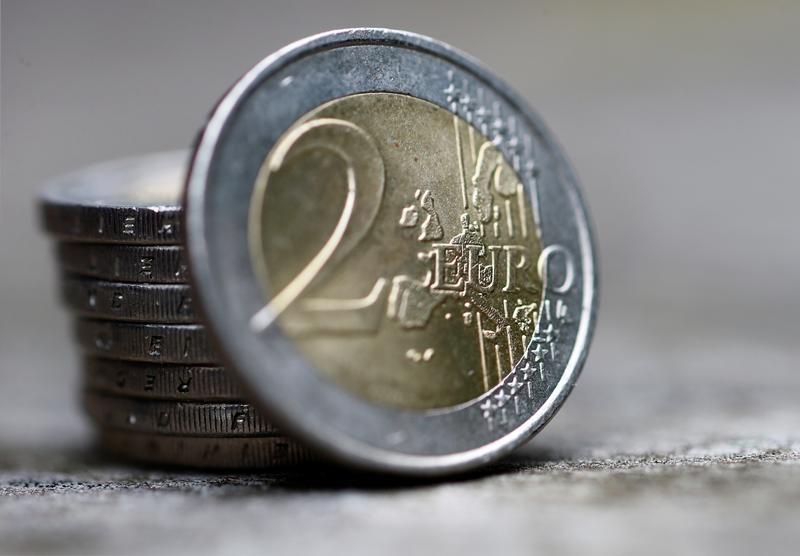 Доллар США во вторник укрепляется относительно евро и иены