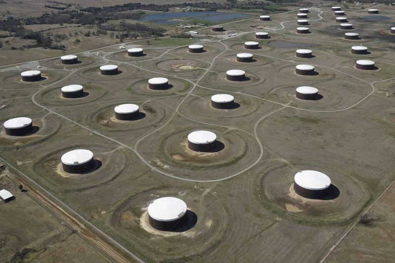 Нефть дешевеет на фоне ослабления тревог из-за отключения трубопроводов в США