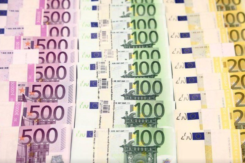 Cредний курс покупки/продажи наличного евро в банках Москвы на 13:00 мск составил 89,17/90,83 руб.
