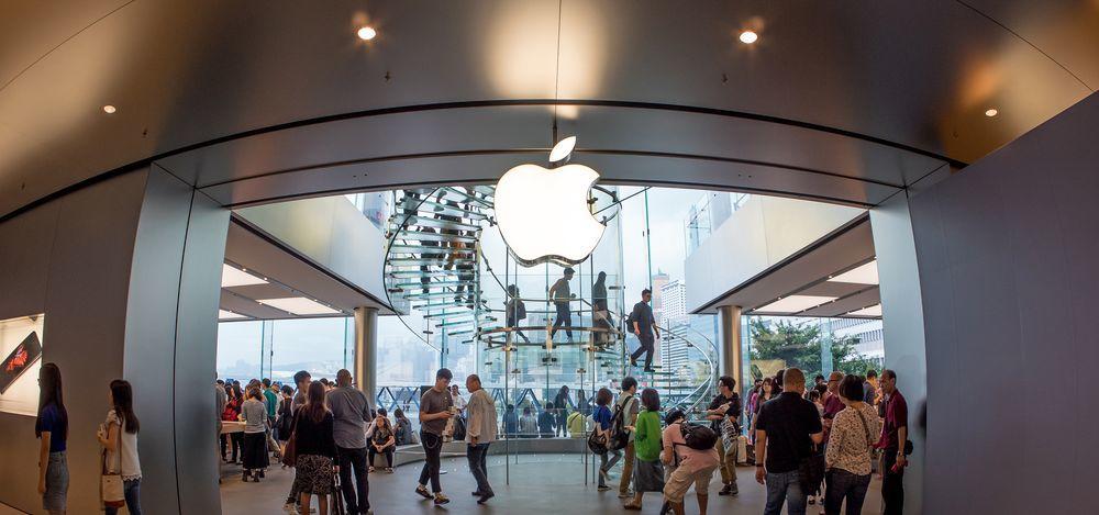 Apple наняла бывшего топ-менеджера BMW. Зачем?