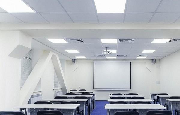 В Кировском районе Петербурга школы сэкономят на освещении