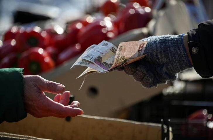 Рубль в лидерах FX-рынка за счет экспортных продаж при низком спросе на валюту