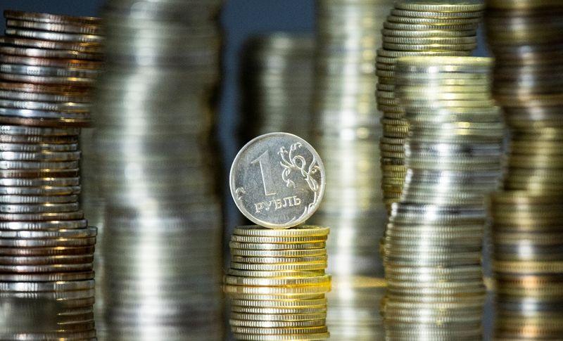 Рубль продолжает нисходящую коррекцию после шестидневного роста