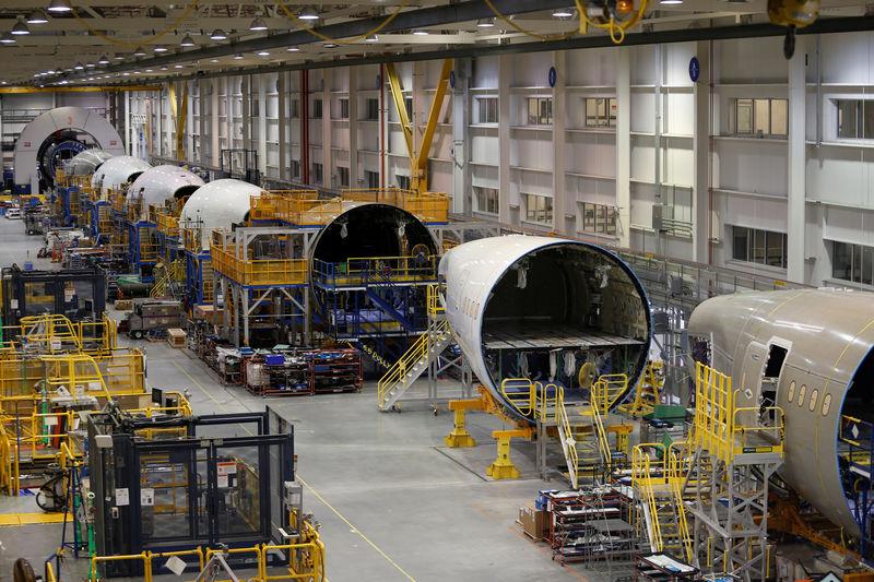 Boeing упал на премаркете, а AMC Entertainment выросла