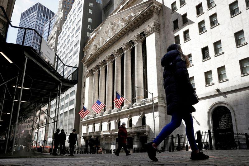 Уолл-стрит снижается из-за тревог о замедлении темпов восстановления экономики