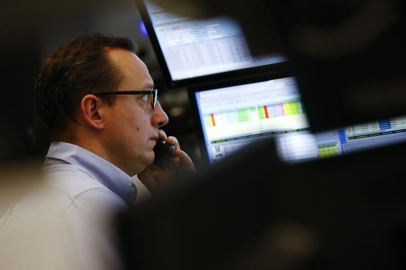 Европейские акции в минусе более чем на 1% из-за опасений о росте экономики