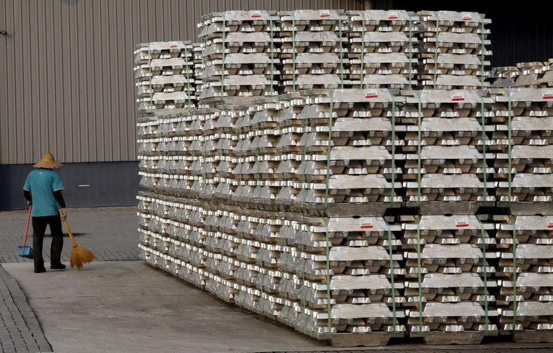 Алюминий в Шанхае на пике 13 лет из-за опасений о поставках в Китай