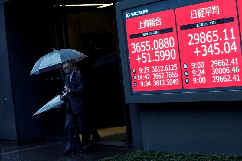 Nikkei закрылся на пике 6 месяцев из-за охоты за дешевыми акциями