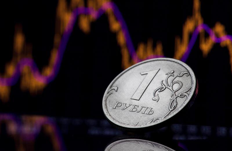 Рубль достиг минимума с конца августа против дорожающего на форексе доллара