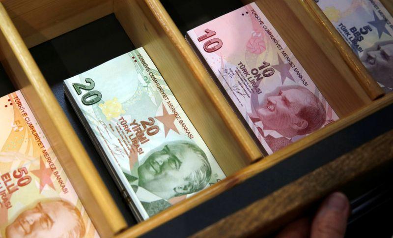 Лира падает после слов главы ЦБ Турции о снижении инфляции в 4кв