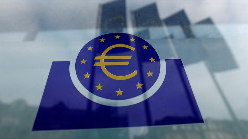 ЕЦБ может ослабить поддержку, но пока не будет ее отменять