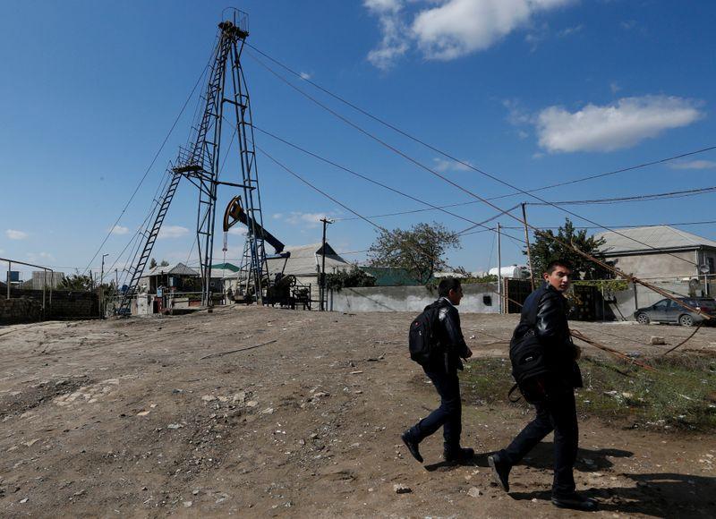 Минфин Азербайджана увеличил цену нефти в проекте бюджета на 22г до $45/барр