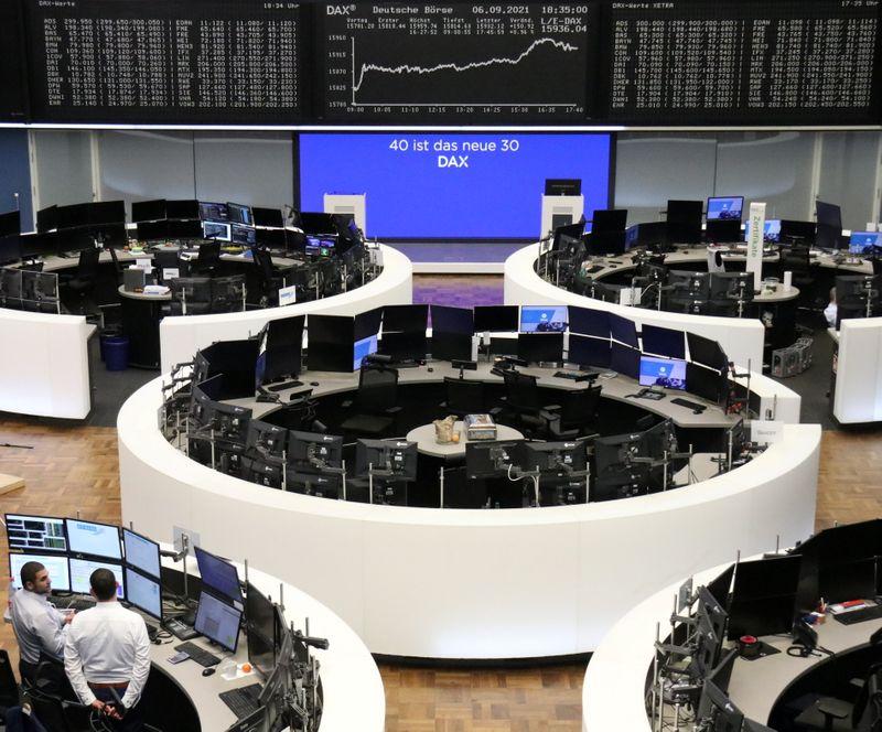 Европейские акции в минусе в преддверии заседания ЕЦБ, easyJet падает