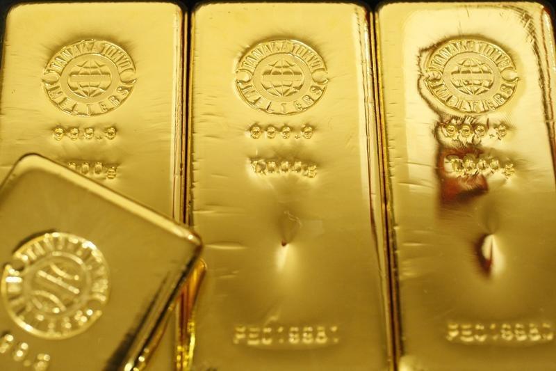 Фьючерсы на золото подорожали в ходе американских торгов