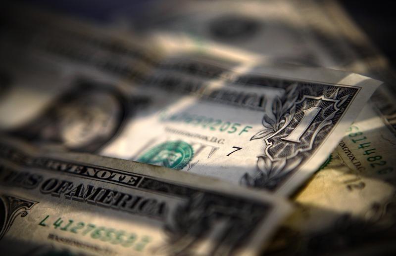 За первые пять минут торгов курс доллара США понизился до 72,8462 руб.