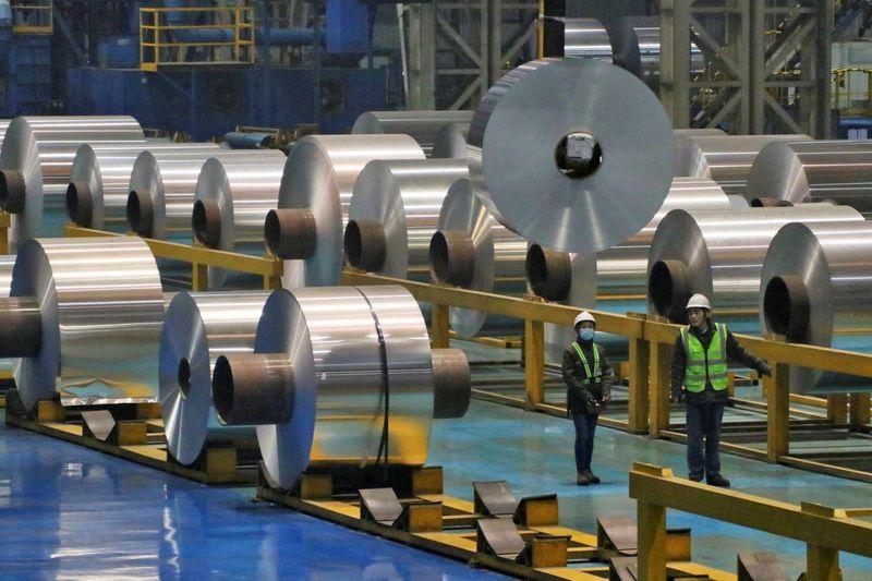 Цена никеля в Шанхае обновила рекорд на фоне снижения запасов