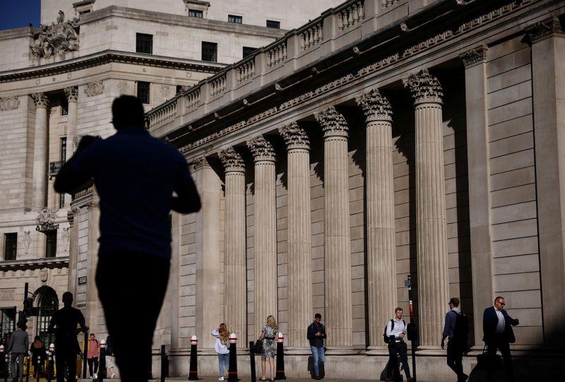 ОПРОС РЕЙТЕР-Банк Англии повысит ставки в конце 2022 года или раньше