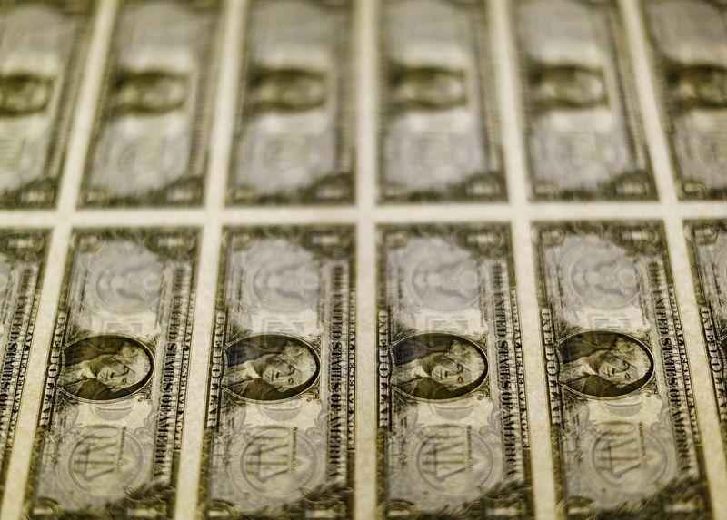За первые пять минут торгов курс доллара США повысился до 73,0898 руб.