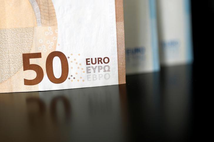 Доллар стабилен в паре с евро перед публикацией данных об инфляции в США