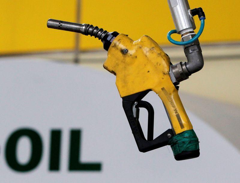 Продолжающаяся вакцинация высвободит отложенный спрос на нефть -- МЭА