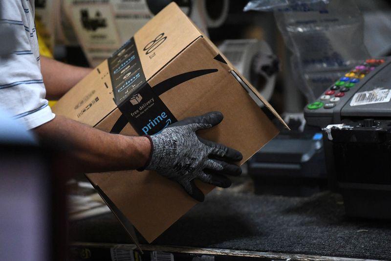 ЭКСКЛЮЗИВ: Amazon повышает стартовые зарплаты, наймет 125.000 сотрудников