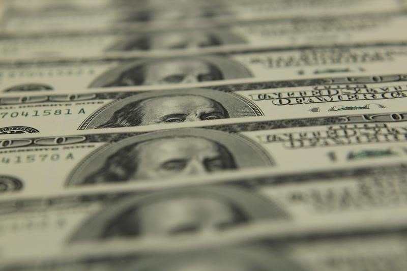За первые пять минут торгов курс доллара США повысился до 72,9041 руб.
